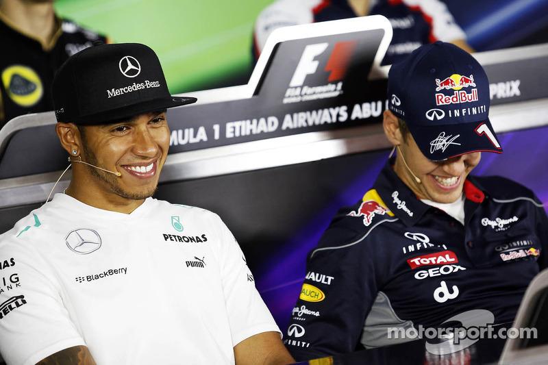 (L naar R): Lewis Hamilton, Mercedes AMG F1 en Sebastian Vettel, Red Bull Racing bij de FIA-persconf