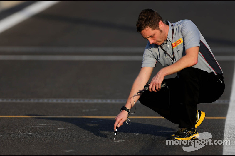 Pirelli technician