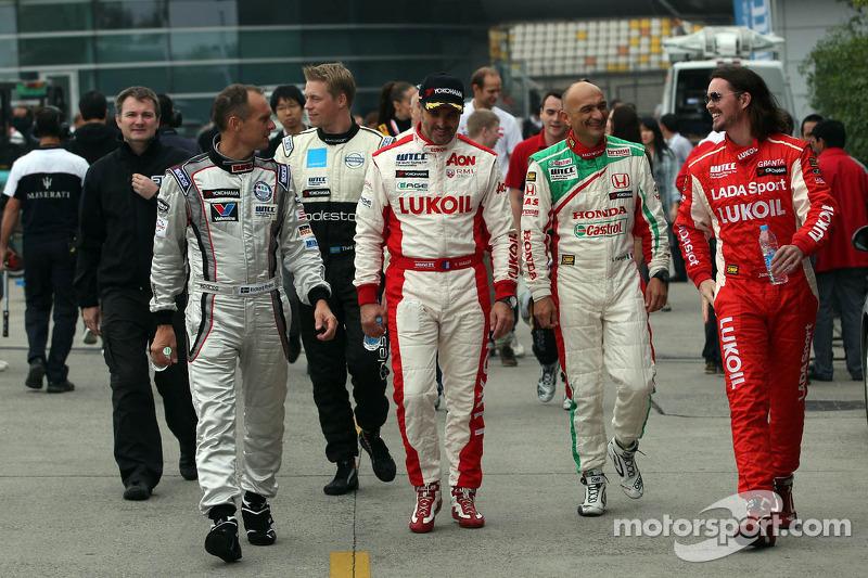 (L-R) Rickard Rydell, Chevrolet Cruze 1.6T, RML, Gabriele Tarquini, Honda Civic, Honda Racing Team J.A.S.  en  James Thompson, Lada Granta, LADA Sport Lukoil
