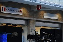 Blank name board next to Romain Grosjean