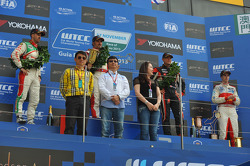 Podium: winner Yvan Muller, Chevrolet Cruze 1.6T, RML, 2nd Tiago Monteiro, Honda Civic Super 2000 TC, Honda Racing Team Jas, 3rd Robert Huff, SEAT Leon WTCC, ALL-INKL.COM Munnich Motorsport and Alex MacDowall, Chevrolet Cruze 1.6T, bamboo-engineering winn
