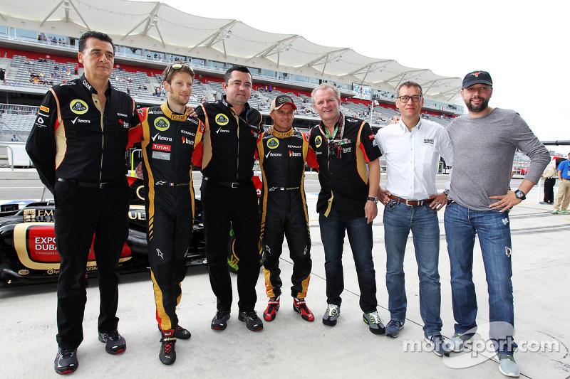 (L naar R): Romain Grosjean, Lotus F1 Team met Eric Boullier, Teambaas Lotus F1; Heikki Kovalainen,