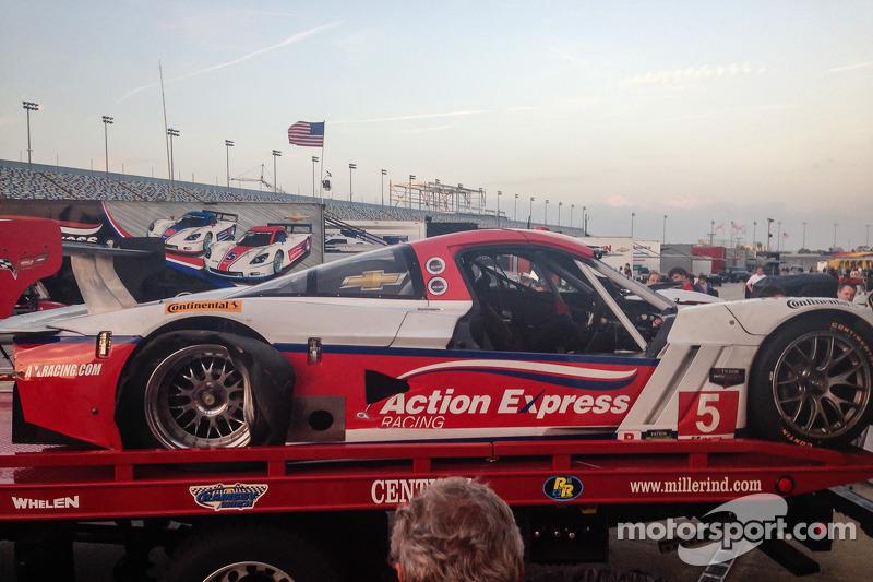 Schade aan de #5 Action Express Racing Corvette DP na een crash