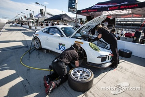 #58 Snow Racing/ Wright Motorsports/ JDX Porsche GT America: Madison Snow, Jan Heylen