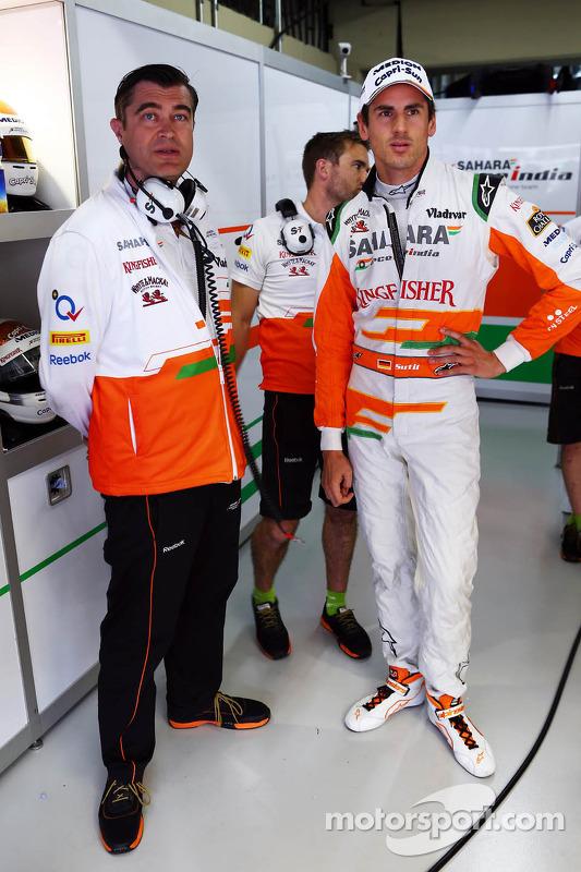 (Da esquerda para direita): Bradley Joyce, engenheiro de corridas da Sahara Force India F1, com Adri