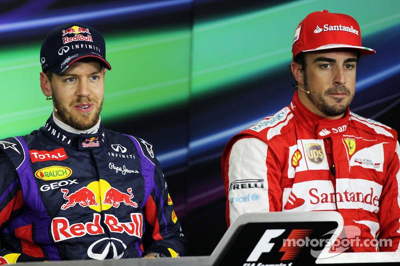 (L naar R): Sebastian Vettel, Red Bull Racing en Fernando Alonso, Ferrari bij de FIA-persconferentie