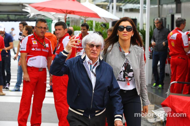 Bernie Ecclestone, CEO Formula One Group, met zijn vrouw Fabiana Flosi