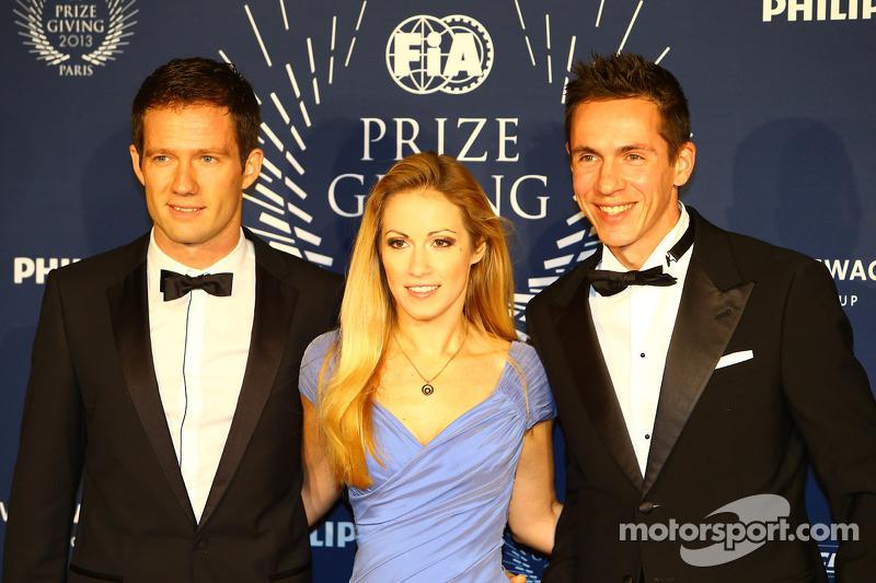 (L naar R): Sébastien Ogier, WRC Wereldkampioen, met zijn vrouw en Co-rijder Julien Ingrassia