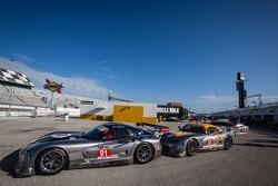 #91 SRT Motorsports SRT Viper GTS-R: Dominik Farnbacher, Marc Goossens, Ryan Hunter-Reay, #93 SRT Motorsports SRT Viper GTS-R: Jonathan Bomarito, Kuno Wittmer, Rob Bell