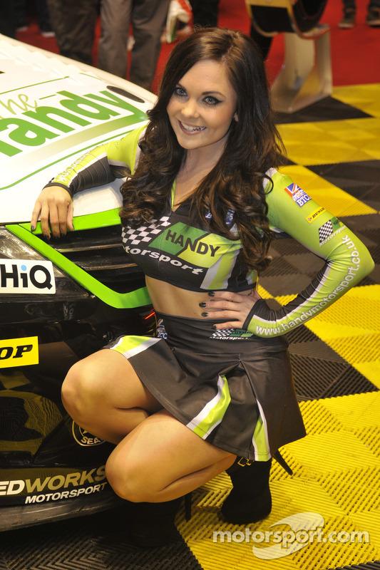 Handy Motorsport Reklam kızı