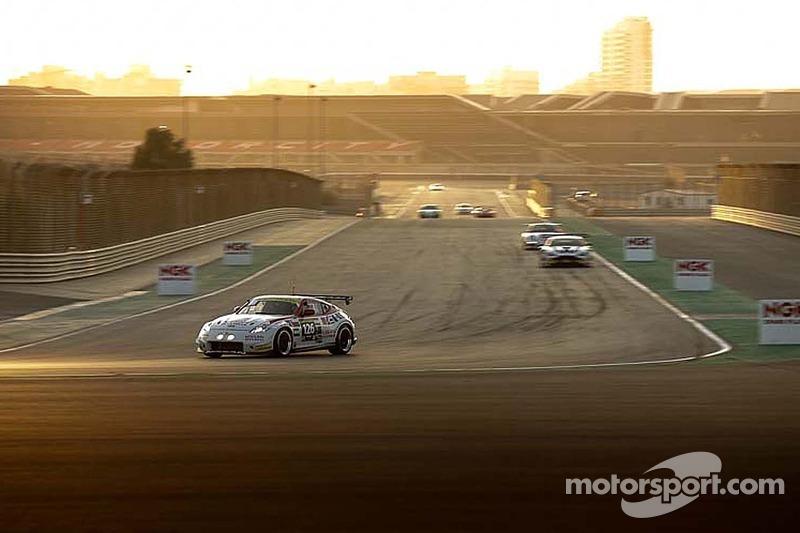 #126 日产 GT学院车队 RJN 日产 370Z: 卢卡斯·奥多涅斯, 詹姆斯·莫法特, 库伦·查铎