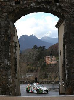 驾驶福特嘉年华R5赛车的阿明·克雷默和克劳斯·维查