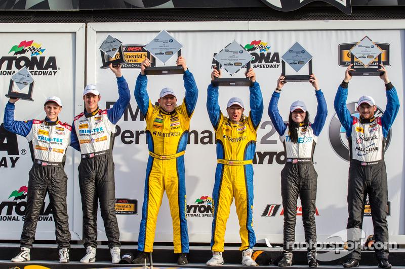 GS Podyumu: Yarış galipleri Bill Auberlen ve Paul Dalla Lana, ikinci sıra Shelby Blackstock ve Ashley Freiberg, üçüncü sıra Trent Hindman ve John Edwards