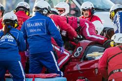 救援队帮助Memo Gidley的赛车