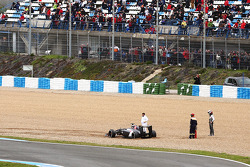 Adrian Sutil, Sauber C33 spun into the grabel trap