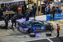 进站:#23 Team Seattle / Alex Job Racing 保时捷 911 GT America: Ian James, Mario Farnbacher, Alex Riberas, Marco Holzer