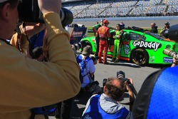 Jamie McMurray, Ganassi Racing Chevrolet and Danica Patrick, Stewart-Haas Racing Chevrolet