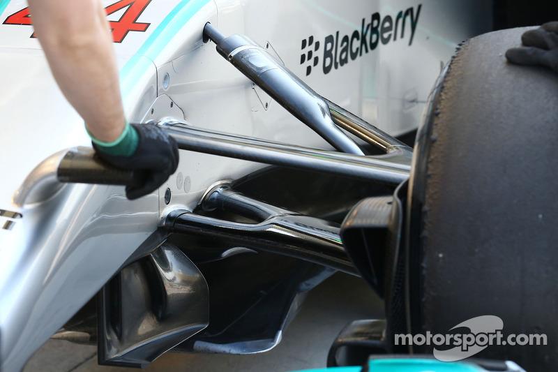 Mercedes AMG F1 W05 front suspension detail