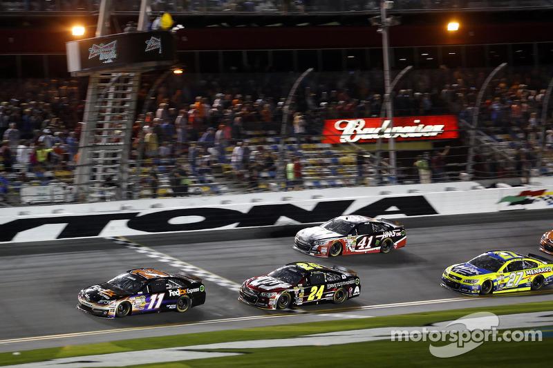 Denny Hamlin, Joe Gibbs Racing Toyota takes the win