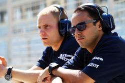 (Da sinistra a destra): Valtteri Bottas, Williams con il compagno di squadra Felipe Massa, Williams