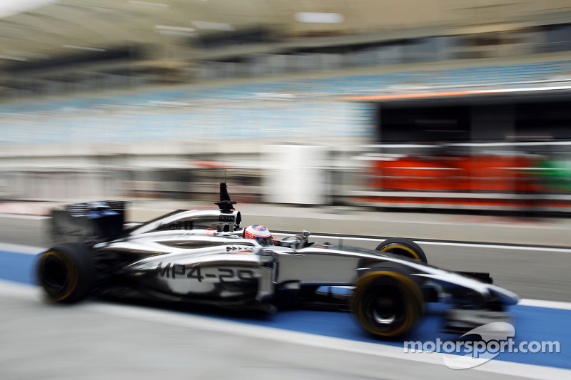 Jenson Button, McLaren MP4-29 lascia i box