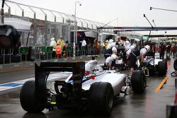 Valtteri Bottas, Williams FW36 awaits to mae his pit stop after Felipe Massa, Williams