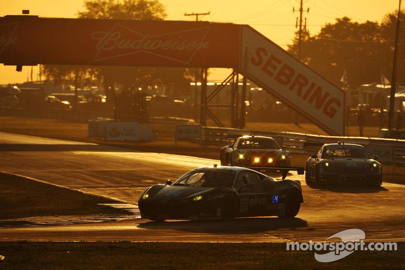 #555 AIM Autosport 法拉利 458 Italia: 汤森·贝尔, 比尔·斯威德勒, 毛里奇奥·梅迪安尼, 杰夫·西格尔