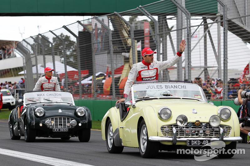玛鲁西亚F1车队的朱尔斯·比安奇和玛鲁西亚F1车队的马克斯·齐尔顿在车手巡游