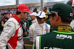 (Da sinistra a destra): Jules Bianchi, Marussia F1 Team con Felipe Massa, Williams e Kamui Kobayashi, Caterham alla parata dei piloti
