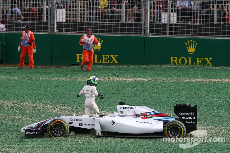 Felipe Massa, Williams FW36 yarış startında kaza yapıyor