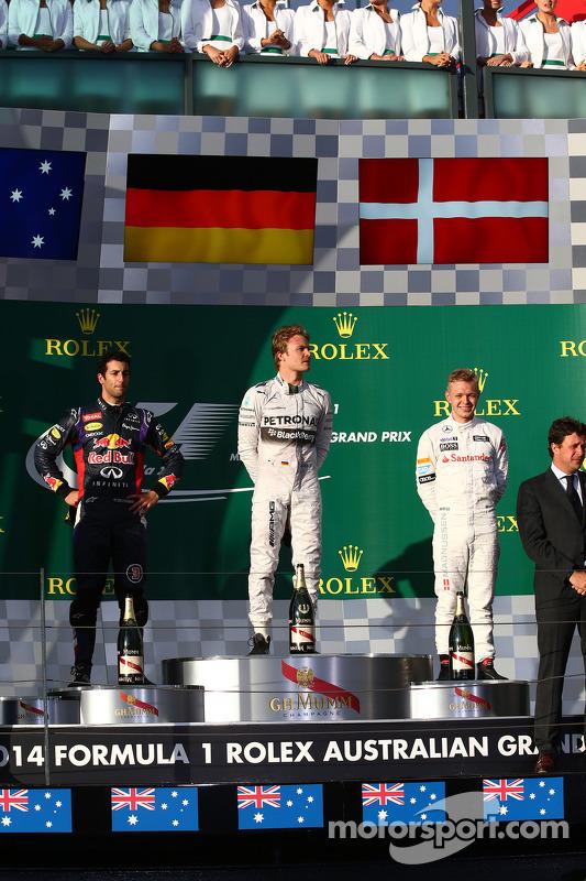 Primeiro lugar: Nico Rosberg, Mercedes AMG F1 W05, segundo colocado Daniel Ricciardo, Red Bull Racin