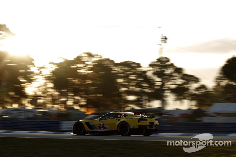 #4 雪佛兰克尔维特 Racing 雪佛兰 雪佛兰克尔维特 C7.R: 奥利弗·加文, 汤姆·米尔纳, 罗宾·利德尔