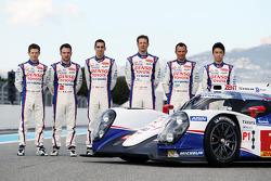 Anthony Davidson, Nicolas Lapierre, Sebastien Buemi, Alexander Wurz, Stéphane Sarrazin and Kazuki Nakajima with the Toyota TS040 Hybrid