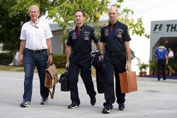 (Soldan Sağa): Dr Helmut Marko, Red Bull Motorsporları Danışmanı ve Christian Horner, Red Bull Racing Takım Patronu ve Adrian Newey, Red Bull Racing Baş Teknik Sorumlusu