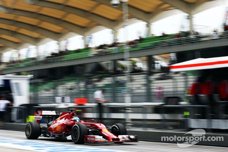 Fernando Alonso, Ferrari F14-T pitten ayrılıyor