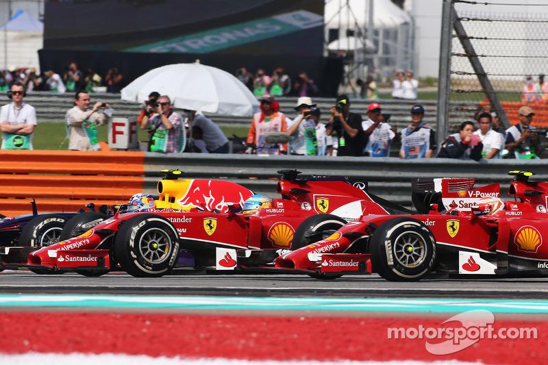 (L to R): Daniel Ricciardo, Red Bull Racing RB10, Fernando Alonso, Ferrari F14-T and Kimi Raikkonen, Ferrari F14-T at the start of the race