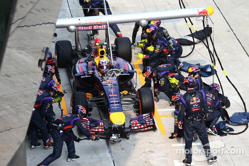 Daniel Ricciardo, Red Bull Racing RB10 pit stop