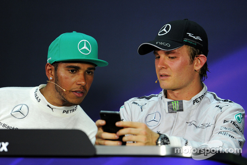 La conferenza stampa FIA, Mercedes AMG F1 con il compagno di squadra Nico Rosberg, Mercedes AMG F1