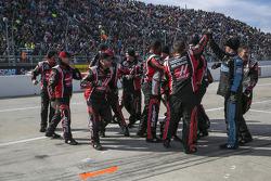 Kurt Busch's crew celebrates