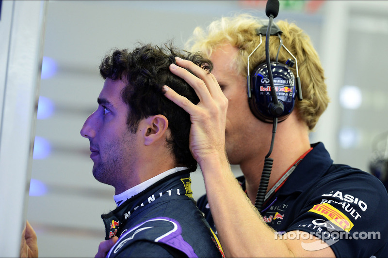 (L to R): Daniel Ricciardo, Red Bull Racing with Stuart Smith, Red Bull Racing Physio