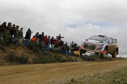 现代车队驾驶现代i20 WRC的丹尼尔·索尔多和马克·马丁