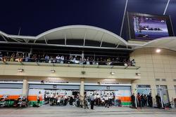 (L to R): Nico Hulkenberg, Sahara Force India F1 VJM07 and Sergio Perez, Sahara Force India F1 VJM07 in the pits