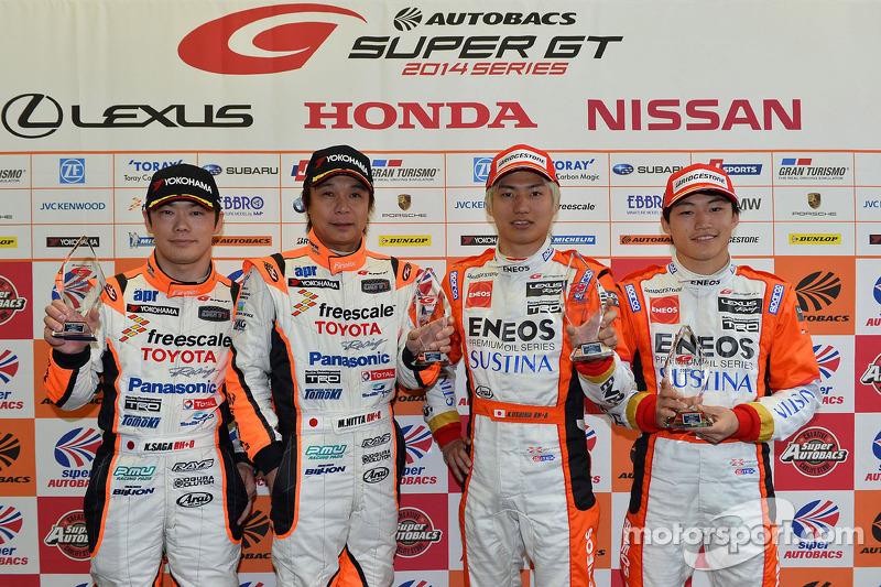 GT500 Pole sahipleri Kazuya Oshima, Yuji Kunimoto, GT300 Pole sahipleri Morio Nitta, Koki Saga