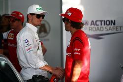 (Esquerda para direita): Nico Hulkenberg, Sahara Force India F1, e Fernando Alonso, Ferrari