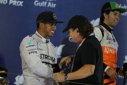 1. Lewis Hamilton, Mercedes AMG F1, mit Brian Johnson, AC/DC