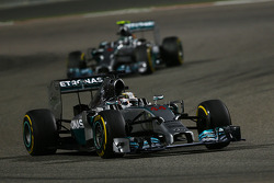 Lewis Hamilton, Mercedes AMG F1 W05 leads Nico Rosberg, Mercedes AMG F1 W05