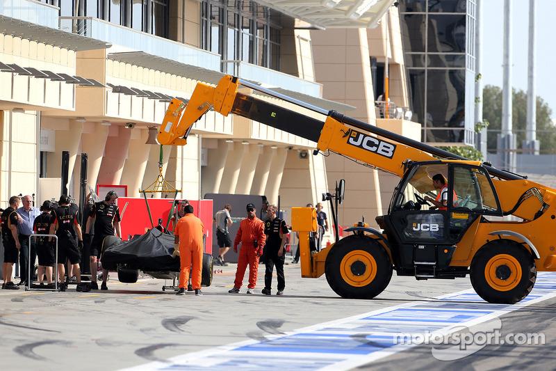 Romain Grosjean, Lotus F1 Team para na pista