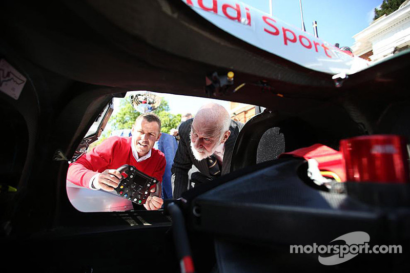Tom Kristensen mostra l'Audi al Principe Michael di Kent