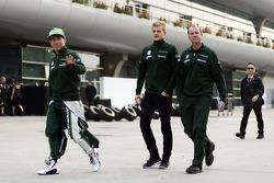 (L to R): Kamui Kobayashi, Caterham with Marcus Ericsson, Caterham