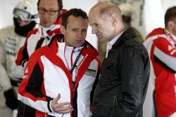 Alexander Hitzinger, Technical Director Porsche Team and Adrian Newey, Red Bull Racing